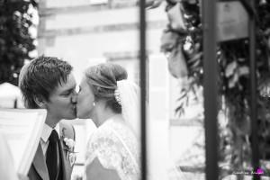 28b-photographer wedding gers marciac france british kiss