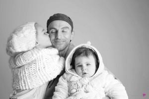 01-photographe-studio-portrait-emotion-famille-noirblanc