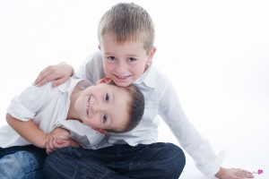 26-photographe-studio-portrait-emotion-famille-freres