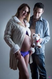 photo-portrait-studio-enceinte-grossesse-couple-gers-barcelonne-du-gers-doudou