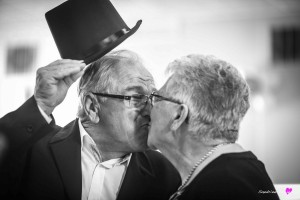 11-photographe-reportage-anniversaire-mariage-gers-saint-germee-bisous